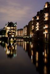 Speicherstadt (HansPermana) Tags: hamburg hh deutschland germany city cityscape hansestadt speicherstadt abend longexposure bluehour lights reflection kanal