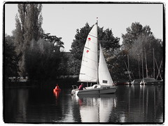 an der roten Boje (1elf12) Tags: red rot segelboot boje südsee braunschweig germany deutschland buoyant buoy