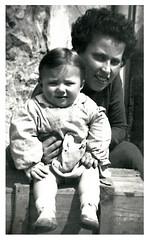 Con gli occhi del cuore   -   3°capitolo (Stefano Paradossi) Tags: congliocchidelcuore capitolo3° scorrelavita edèvita fotoanno1954 ritratto mammadorettaestefano