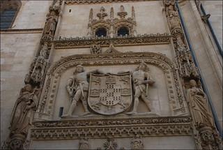 Escudo en la Catedral de Santa María (Burgos, Castilla y León, España, 19-8-2014)
