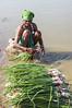 Kawardha - Chattisgarh - India (wietsej) Tags: kawardha chattisgarh india woman minolta minoltadynax7 tamronspaf1750mmf28xrdiiildaspif 1750 7d konica digital camera pond washing