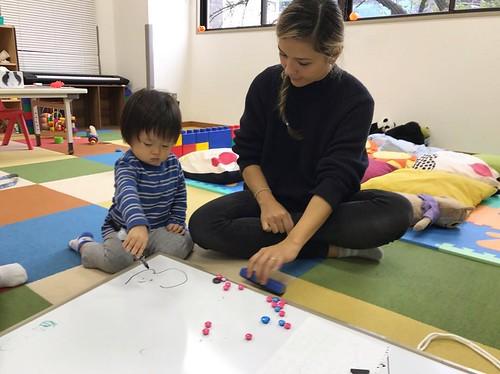 First Step at Starkids! スターキッズのファーストステップクラスです😊 . Explored autumn today! 今日は秋の探索に行きました! . Starkids International Preschool, Tokyo. #starkids #international #preschool #school #children #kids #kinder #kindergarten #daycare #fun #shibakoen #minatoku #t