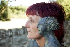 PEPA Y LA MAESTRA (stavlokratz) Tags: aragón huesca altogállego jaca sabiñánigo elpuentedesabiñánigo serrablo escultura sculpture mercedesmillánmainar