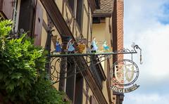 Vacances_0257 (Joanbrebo) Tags: riquewihr grandest francia fr hautrhin alsace streetscenes street carrers calles cityscape canoneos80d eosd efs1855mmf3556isstm autofocus signs letrero