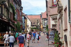 Vacances_0252 (Joanbrebo) Tags: alsace hautrhin riquewihr grandest francia fr streetscenes street carrers calles gente gent people peopleandpaths canoneos80d eosd efs1855mmf3556isstm autofocus