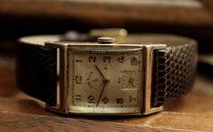 Lord Elgin, Vintage. 3 (X70) (Mega-Magpie) Tags: fujifilm fuji x70 vintage lord elgin time timepiece watch wristwatch old classic c1949 elegant fine classy handsome refined patina lizard band brown 14k gold