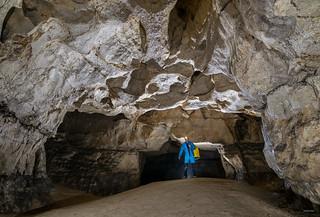 La dune et le portail rectangulaire - Grotte des Cavottes (25) - France