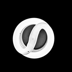 Taijitu (Luca Gonzalez) Tags: yinyang taijitu blackandwhite blancoynegro foco light bombillo