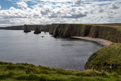Duncansby Stacks (Maximilian Kauß) Tags: 2017 canon eos 650d uk scotland schottland sommer summer schönwetterfotograf efs18135mm stm dslr fotogeilo allesfürdasfoto sky urlaub holiday travel traveling raw reise grosbritannien vereinigtes königreich united kingdom great britain morning morgen wolken clouds schlechtes wetter mountain landscape landschaft nature natur see wasser berg f3556 is himmel fluss baum meer bucht abhang sea felsen highland highlands hochland von schottisches coast phorex by jaworskyj pol polfilter cliff gras feld cold windy