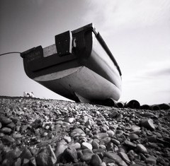 Dunwich Beach (Andrew Bartram (WarboysSnapper)) Tags: zero2000 pinhole film ilfordphoto panf ddxdeveloper dunwich beach shingle lowangle fishingboat suffolk analogue filmisnotdead sunny16podcast squareimage rollfilm