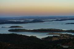 Monsaraz Sunset 3/4 (sam.silva.tj) Tags: sunset alqueva monsaraz portugal alentejo landscape popular lake fields castle