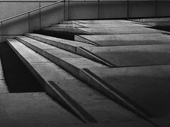 (Christian Güttner) Tags: architektur analog analogue aachen tyskland treppe film fomapan fomapan400 foma blackandwhite monochrome mediumformat mittelformat moerschecodeveloper niemcy nrw europa ecodeveloper etrs 120 6x45 rollfilm zenzabronica outdoor schwarzweis schwarzweisfotografie svartvitt sw germany deutschland grain czarnobiale bw bokeh bokhe