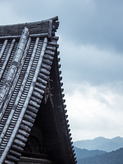 Mountain View (campra) Tags: japan yamaguchi 山口 chugoku sanyo 中国 山陽 temple buddhist roof gable mountain 洞春寺