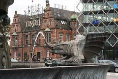Rådhuspladsen, København, Denmark (Tiphaine Rolland) Tags: københavn copenhague copenhagen denmark danmark danemark september autumn automne 2017 rådhuspladsen place square fountaine fontaine sculpture statue