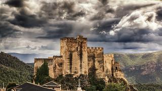 Castillo de Yeste bajo un gótico cielo. / Yeste Castle under a gothic sky (Yeste, Albacete, Spain)