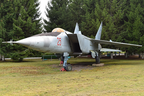 Mikoyan-Gurevich MiG-25R '25 red'