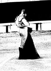 plastico (aficion2012) Tags: arles feria du riz 2017 francia france corrida bull fight bullfight toro taureau toros matador torero toreador monochrome duotone bw mehdi savalli capa capote