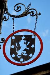 Enseigne à Bourbon-Lancy : blason des seigneurs de Bourbon (odile.cognard.guinot) Tags: enseigne blasondesseigneursdebourbon saôneetloire bourgognefranchecomté bourgogne bourbonlancy
