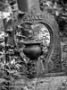 LR-8130060 (hunbille) Tags: london england towerhamlets tower hamlets cemetery grave graves magnificent seven magnificentseven towerhamletscemeterypark park mileend bow eastend east end headstone birgittelondon20173lr urn heart word