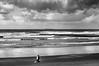 Nubes de tormenta en Salinas (ccc.39) Tags: españa asturias castrillón salinas costa cantábrico nubes nuboso nublado tormenta byn bw blancoynergro black white barco carguero