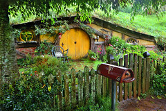 Home of the Hobbits (lfeng1014) Tags: hobbitonmovieset homeofthehobbits lordoftherings thehobbits hobbitholes attraction matamata hamiltonwaikatoregion theshire magical middleearth northisland newzealand nz canon5dmarkiii ef1635mmf28liiusm rain landscape