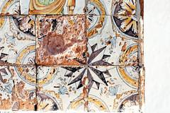 Rosa dei venti (S. Hemiolia) Tags: ischia zeiss santamariadelsoccorso forio piastrelle ceramica maiolica manualfocus 6d contax yashica old vecchio piastrella