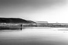 Corriendo por la playa (ccc.39) Tags: asturias españa xagó gozón cantábrico costa orilla bajamar running blancoynegro byn bw black withe monochrome