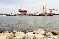 r_170921432_beat0057_a (Mitch Waxman) Tags: crane killvankull newyorkcity newyorkharbor statenisland tugboat newyork