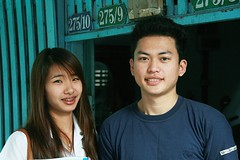 young couple (the foreign photographer - ฝรั่งถ่) Tags: young couple man woman braces teeth khlong thanon portraits bangkhen bangkok thailand canon kiss