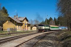 Die leise Berta 1 by Jochen Maier - Nach mehreren Anläufen klappte es am 24.04.2017 in Polečnice endlich mal mit Sonne am Bahnhof, wenn der Zug da ist. 749 264 ist Ende April für eine knappe Woche mit Os auf der KBS 194 im Einsatz.