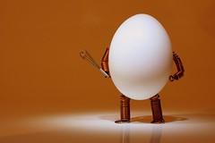 Rührei (fotospoekes) Tags: egg ei rührei schneebesen rührbesen wörtlich fotospoekes scrambledegg fun little figure tabletop still creative spas humour