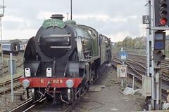 828 + 70000 at Eastleigh Stn., 10 Oct 1993 (Ian D Nolan) Tags: railway railtour 35mm epsonperfectionv750scanner 828 460z s15 sr lswr station eastleighstation