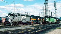 3074_9_25_crop_clean_R (railfanbear1) Tags: dh nhl helm