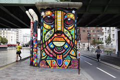 Rencontre ratée (HBA_JIJO) Tags: streetart urban graffiti paris art france hbajijo wall mur painting aerosol peinture dacruz street spray people mural bombing urbain charactere rue scene view invader color