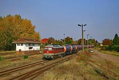 132 004 by JJE_1 - LEG 132 004 mit Kesselwagenzug aus Misburg bei der Einfahrt Blumenberg.