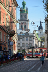 old town (Ihor Hlukhoi - intui.pro) Tags: outdoor ukraine lviv architecture city house palaces tree road building people strengthening travel temples place