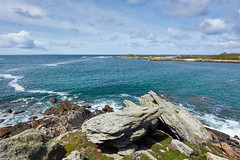 Presqu'île Saint-Laurent (au loin, le phare du Four) (ijmd) Tags: france bretagne paysage landscape mer sea porspoder presqu'îlesaintlaurent