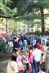 Crowds - Waseda Festival Wasesai JRC 20171104 (Rick Cogley) Tags: 2017 cogley fujifilmxpro2 35mm 160sec iso640 expcomp10 whitebalanceauto noflash programmodeaperturepriority camerasnffdt23469342593530393431170215701010119db2 firmwaredigitalcameraxpro2ver312 pm saturday november f4 apexev100 focusmode lenstypexf35mmf14r wasesai waseda festival 早稲祭 fall autumn 秋 university students shinjukuku tokyo japan jp