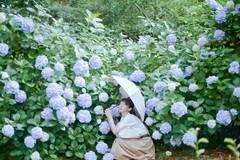 (eripope) Tags: film canonae1 rain girl flower