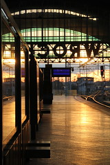 Autumn sunrise at Wrocław Główny train station 11.10.2017 (szogun000) Tags: wrocław poland polska railroad railway rail pkp station wrocławgłówny tracks platforms hall signals catenary sunrise dawn morning sky colors d29132 d29271 d29273 d29276 d29285 d29763 e30 e59 dolnośląskie dolnyśląsk lowersilesia canon canoneos550d canonefs18135mmf3556is