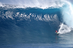 Makua Rothman closeout (Aaron Lynton) Tags: peahichallenge peahi jaws lyntonproductions canon 7d sigma hawaii maui xxl bigwave big wave wsl surf surfer surfing