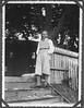 Archiv IN354 Polizist, Westpreußen, Ostpreußen, 1925-1933 (Hans-Michael Tappen) Tags: archivhansmichaeltappen polizist westpreusen ostpreusen preusen bürgertum 19251933 outdoor knickerbocker herrenhose holzzaun