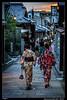 Caminando por Gion (Montse Estaca) Tags: japan japón giappone kyoto kioto gion 京都市 gente people mujeres jovenes women donne giovane empedrado cobbles kimono casas edificios buildings palazzi sunset atardecer tramonto color chimono urbanlandscape urbanphotography paisajeurbano fotografíaurbana streetphotography street strada calle