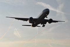 AC0864 YUL-LHR (A380spotter) Tags: wake shockwave condensation moisture water vapour vortex trail silhouette arrival landing finals shortfinals threshold belly boeing 777 300er cfjzs ship748 aircanada aca ac ac0864 yullhr runway27r 27r london heathrow egll lhr