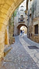Paseando por Pals (Jorge Pazos) Tags: pals medieval pueblo turístico vertical color