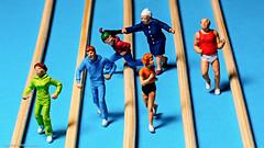 Tiny people - Stress beim Joggen (J.Weyerhäuser) Tags: noch tinypeople stress jogger h0 preiser