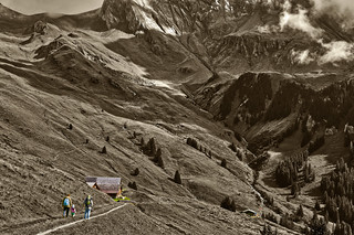 Family hiking, Bussalp. Above Grindelwald. Canton of Bern. Switzerland. No. 8310.