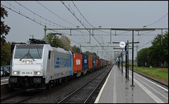 RTB Cargo 186 428 + Blerick-shuttle | Horst-Sevenum (lry.97) Tags: rurtalbahn cargo rtb bombardier traxx br baureihe 186 428 railpool horst sevenum blerick maasvlakte container shuttle