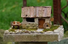 borrower house micro garden bird table designs (Simon Dell Photography) Tags: borrower house modle model scale stone hand made built old english garden cottage dry rocks bird table design moss carving art awesome one off best simon dell wood photography sheffield uk england s12 hackenthorpe 2017 autumn micro grind
