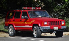Manassas Park Fire & Rescue Staff Vehicle 509 2001 Jeep Cherokee (NorthernVirginiaPoliceCars) Tags: manassasparkfirerescue manassas park fire rescue department mpfrd manassasparkvirginia manassaspark princewilliamcounty prince william county emergency first responders responder repsonse responding firefighter ff emt medical services technician dept patrol car truck suv van lightbar lights red flame smoke water engine ladder 911 heroes station509 fs509 staffvehicle staff admin administrative vehicle 509 jeepcherokee jeep cherokee strobe